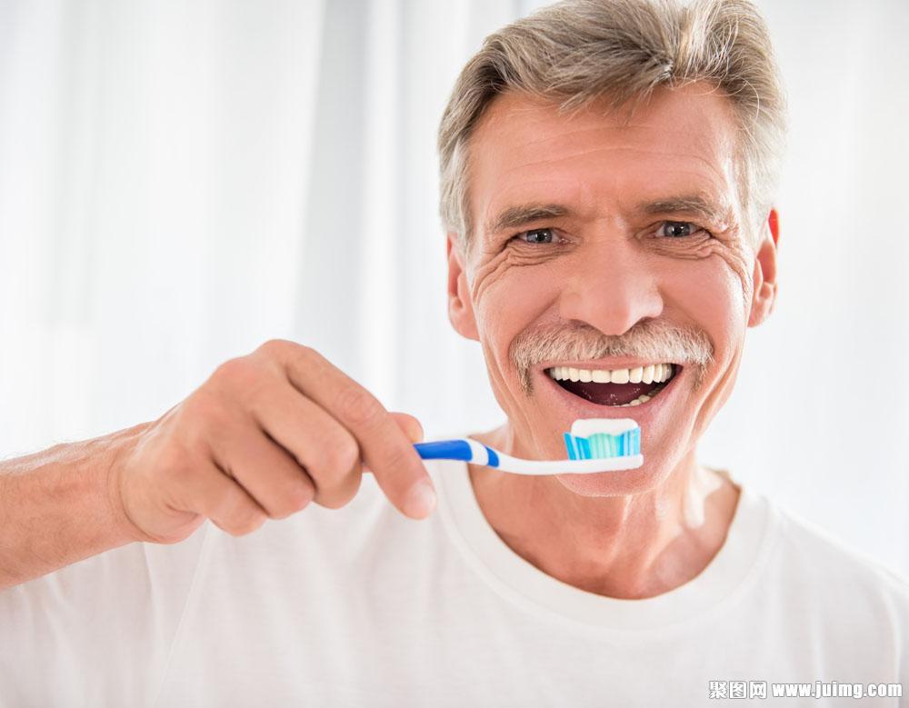 Zahnpflege im Alter